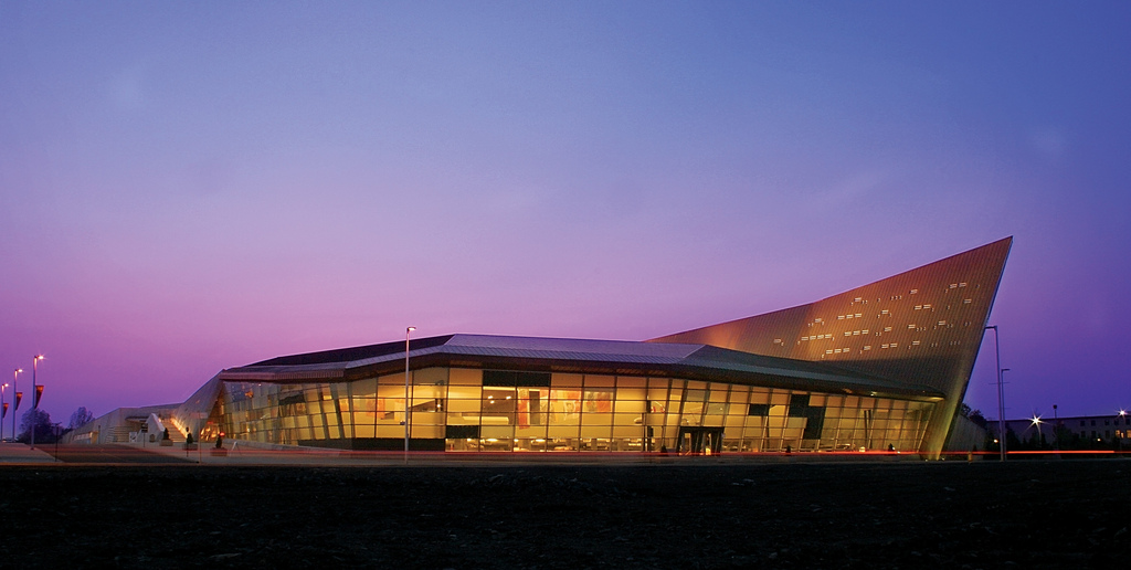 A purple and magenta sky provides a stunning background for the Canadian War Museum.